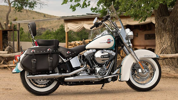 2016-Harley-Davidson-Heritage-Softail-Classic-official-900x720