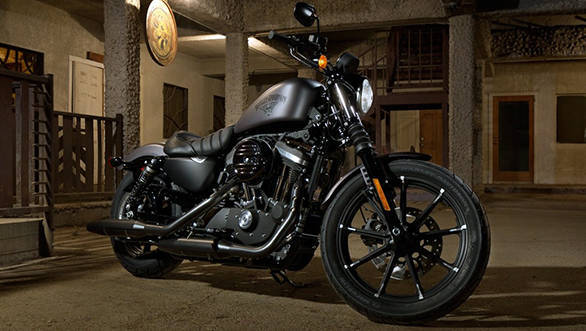 2016-Harley-Davidson-Iron-883-Dark-Custom-official-1024x819