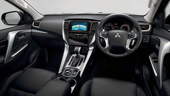 2016-Mitsubishi-Pajero-Sport-interior-unveiled--900x675