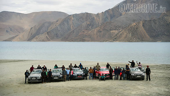 Team OVERDRIVE along with the participants on the banks of the gorgeous Pangong Lake