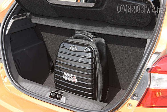 2015 Ford Figo  (3)