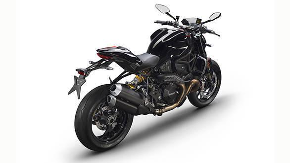 Ducati Monster 1200 R (1)