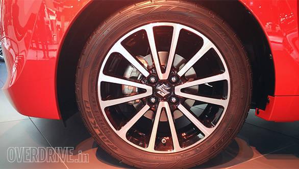 Suzuki Baleno hatchback (2)