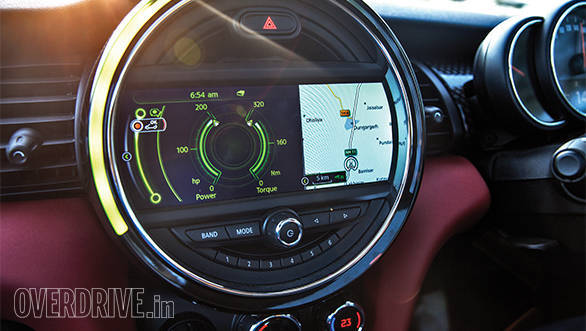 Large circular dial is the Mini's nerve centre and allows massive customisation options. The ring of light behaves differently in different driving modes - filling up and falling based on speed, audio volume and temperature on the climate control