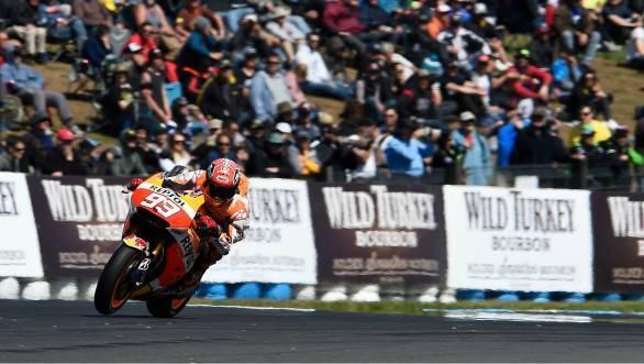 2015 MotoGP: Marc Marquez wins Phillip Island thriller