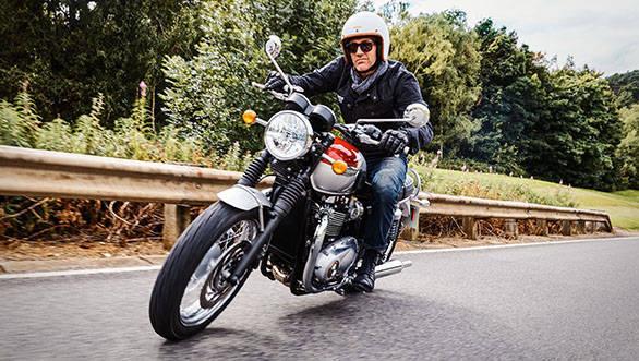 Triumph Bonneville T120 Black (7)