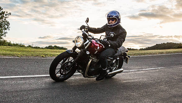 Triumph say the 2016 Bonneville range, including the Street Twin are all more supple than the outgoing bike ride quality wise and handling is neater and friendlier as well