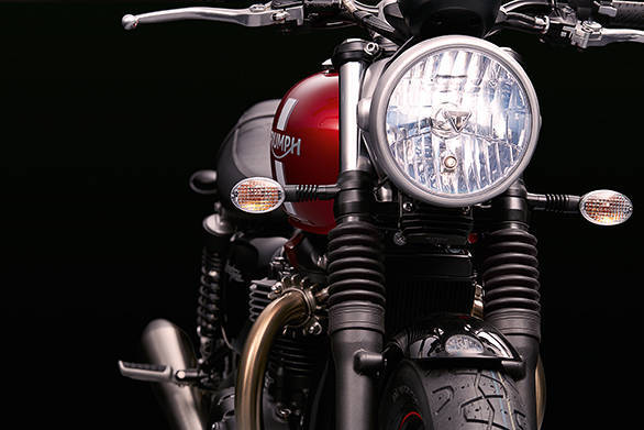 Unlike the other two 2016 Triumph Bonnevilles, the Street Twin's clear lens headlamp doesn't get daytime running lamps