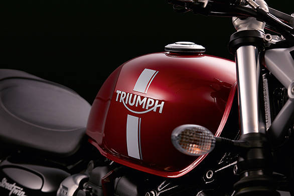 The new tank, shared between the 2016 Triumph Street Twin and the 2016 Triumph T120 looks sleeker with defined knee recesses and a more waisted profile. Simple graphics, like on the Street Twin look great on this