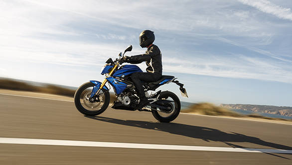 BMW underlines the upright and comfortable riding position that it has chosen for the G 310 R