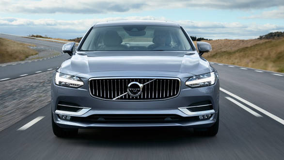 The S90 features a similarly striking face to the XC90 but looks even sleeker - width=