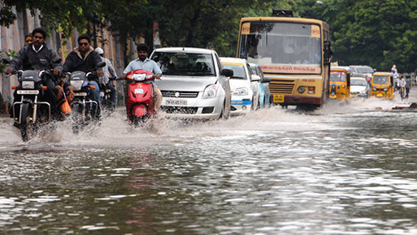 How to drive carefully in Mumbai rains today?