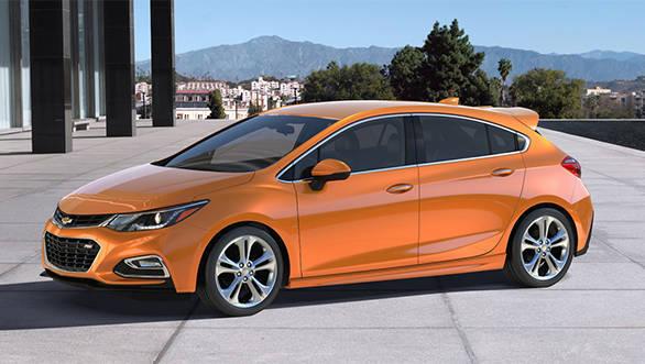 Chevrolet Cruze Hatchback Spied (4)