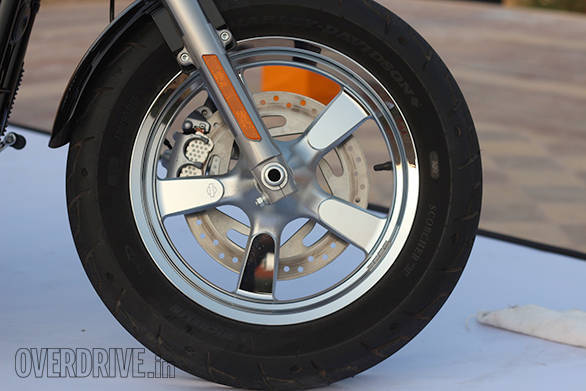 The Harley-Davidson 1200 Custom uses cast alloy wheels in a 16-inch size. Michelin Scorcher tyres prove grippy. ABS isn't available as an option in India though.