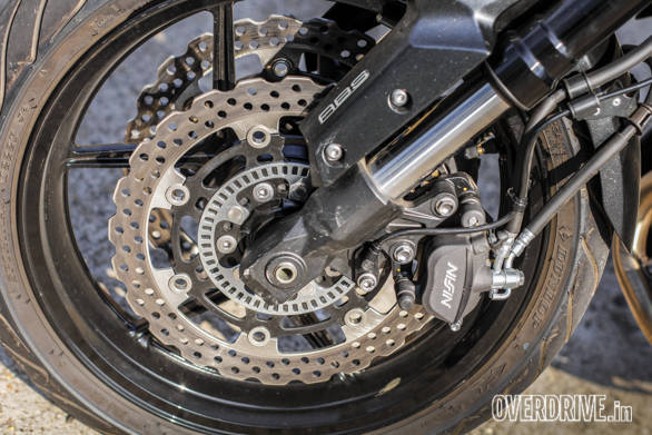See the slotted ring? The ABS system uses that to determine the speed at which the wheel is rotating. ABS is vital in machines of this kind of speed and we're happy that Kawasaki are offering ABS on the Kawasaki Versys 650 in India