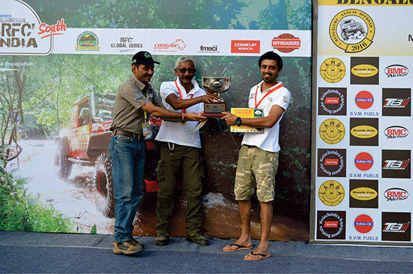 (L-R) Cougar Motorsport's Ashish Gupta handing over the Force Gurkha RFC South India 2016 winners' trophy to Mr. Jagat Nanjapa and Chethan_