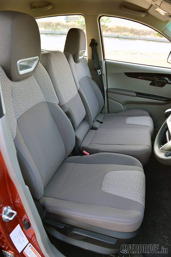 The 6-seater KUV 100 features seats with integrated headrests and a foldable centre seat in the front. There's also under seat storage that houses a 10-litre basket (front passenger seat)