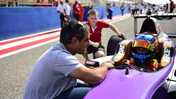 Juan Pablo Montoya gives Calderon some last minute advice during the Bahrain Round of the MRF Challenge