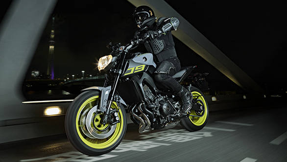 2016-Yamaha-MT-09-EU-Night-Fluo-Action-002