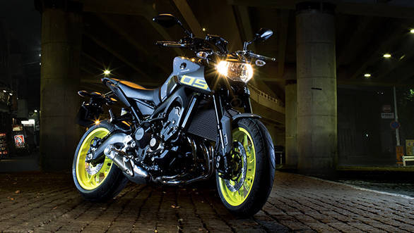 2016-Yamaha-MT-09-EU-Night-Fluo-Static-001