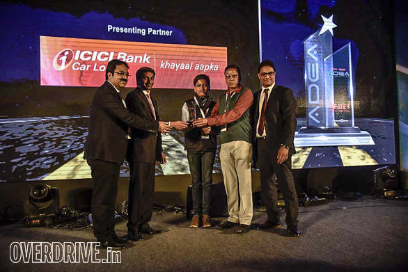 International Automobiles, Suri getting the runner up award for two-wheeler mass category by Vinkesh Gulati, Honourabl Treasurer, FADA;  Narain Karthikeyan, Formula One motor racing driver and Bertrand D'Souza, cheif editor, OVERDRIVE