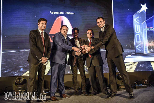 Prestige Honda Lally Motors getting the 4-wheeler runner up award from Vishal Mathur, Vice President - Sales, Volvo Eicher CV; Sandeep Khosla, CEO, Network18 Publishing; Hemant Nagpal, Asst. General Manager, ICICI Bank Ltd
