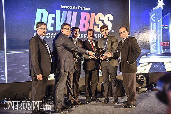 (L-R): KVS Prakash Rao, President, FADA, Sanjay Marwah Director Sales – India & SE Asia; Devilbiss, Deepankar Acharya, Country Head Affinity & Strategic Relationships, Royal Sundaram General  Insurance presenting award to Nippon Toyota, Kochi
