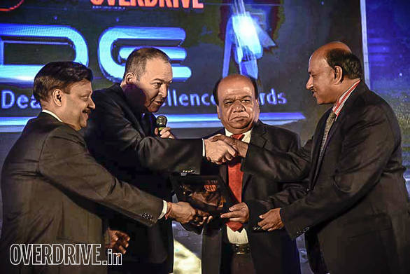 (L-R): Binod Agarwal, Director, Auto Summit, Mike Westwood, business director - S E Asia & India, Devilbiss presenting Marketing Initiative award to Prerana Motors, Bangalore