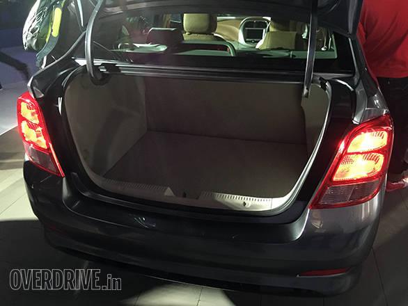 Chevrolet Essentia (1)