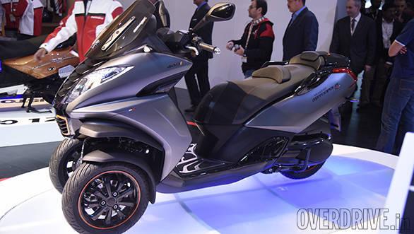 2016 Auto Expo: Mahindra showcases Peugeot scooters
