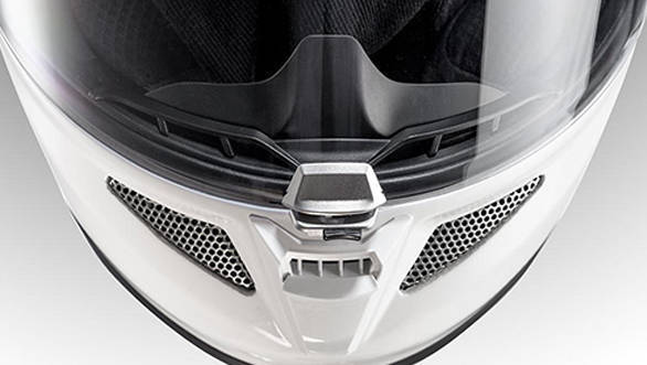 Redesigned side vents. The new visor's central locking mechanism remains