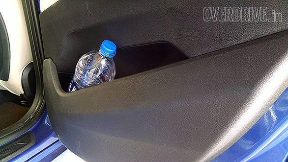 Practical door pockets hold a 1-litre water bottle