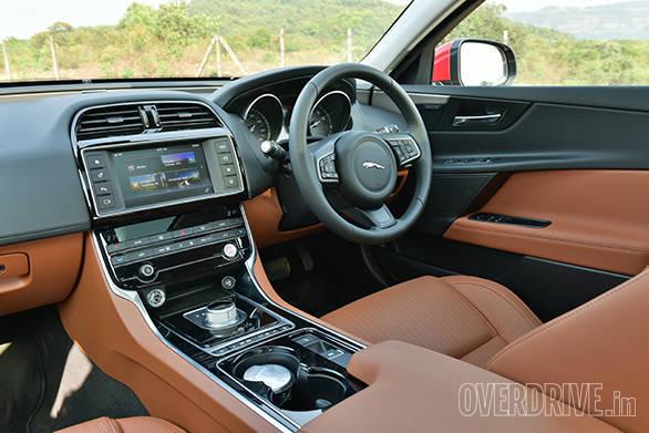 Jaguar XE (10)