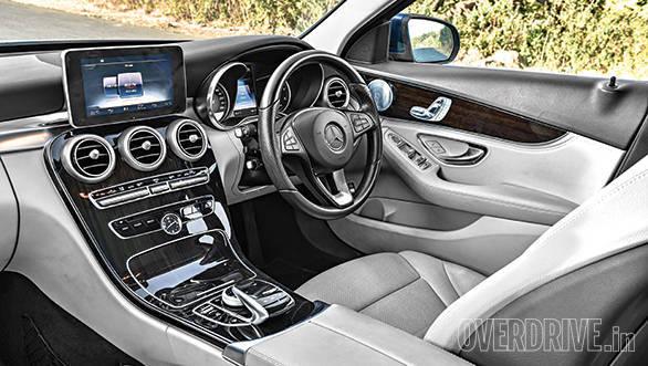 Jaguar XE vs Mercedes Benz C Class (8)