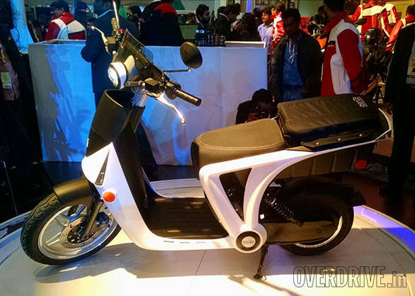 2016 Auto Expo: Mahindra showcases futuristic GenZe electric scooter