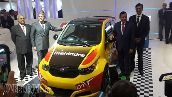 Mahindra e2o Sport (1)