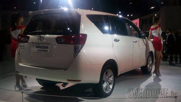 Toyota Innova Crysta (5)