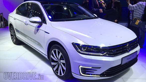2016 Auto Expo: Volkswagen Passat GTE showcased