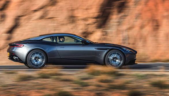 Aston Martin DB11 (11)
