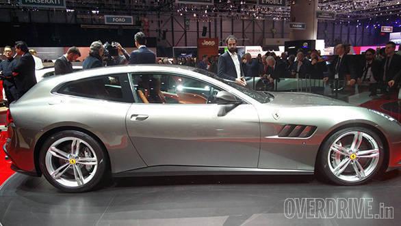 Ferrari GTC4 Lusso (8)