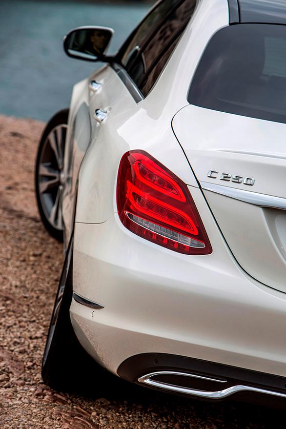 Mercedes Benz; C-Klasse Fahrvorstellung Marseille 2014; C-250 Bluetec; Diamantweiss; Polster Grau/Blau; Ext. Avantgarde