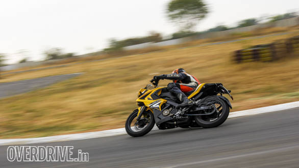 TVS Apache 200, Duke 200, Pulsar RS200 Comparo (99)
