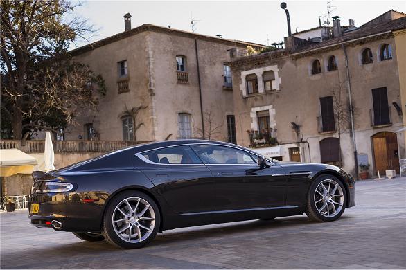 Aston Martin Rapide (14)
