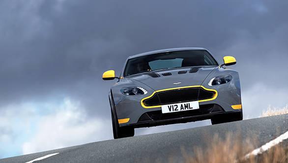 Aston Martin V12 Vantage S (17)