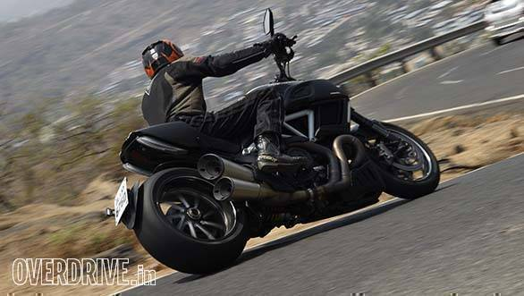 Handling is amazing for a cruiser, the DIavel offers 41 degrees of lean!