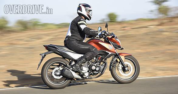 Honda Hornet Vs Suzuki Gixxer (1)