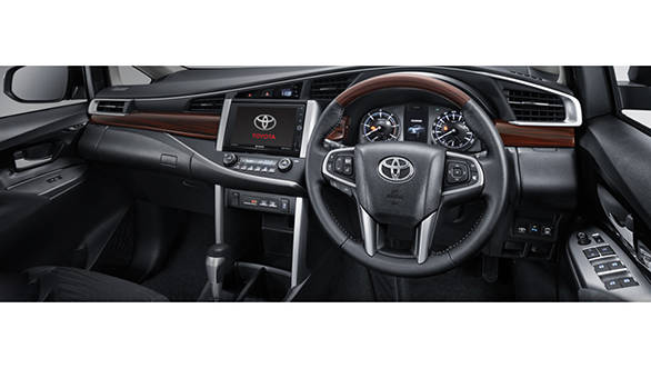 preview toyota innova crysta overdrive. Black Bedroom Furniture Sets. Home Design Ideas