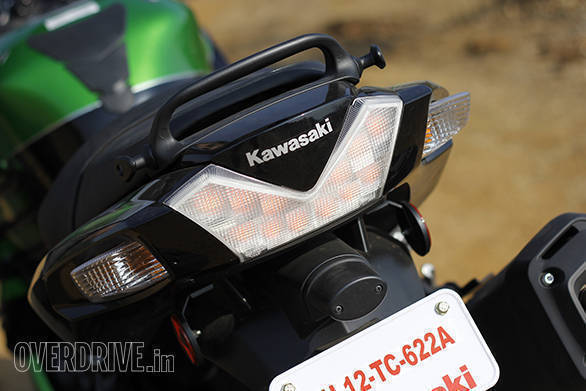 Kawasaki ZX14r And Suzuki Hayabusa Comparo (20)