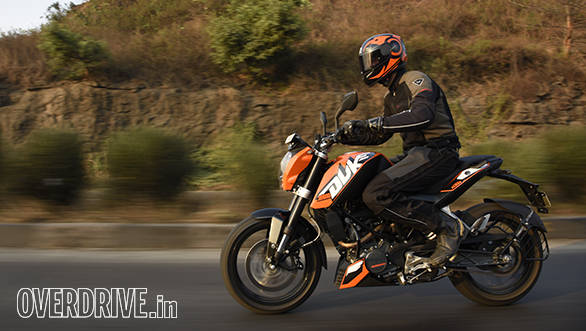 2016 KTM 200 Duke riding shot