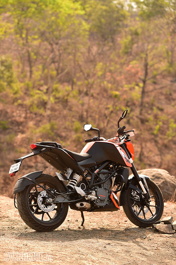 2016 KTM 200 Duke rear static shot